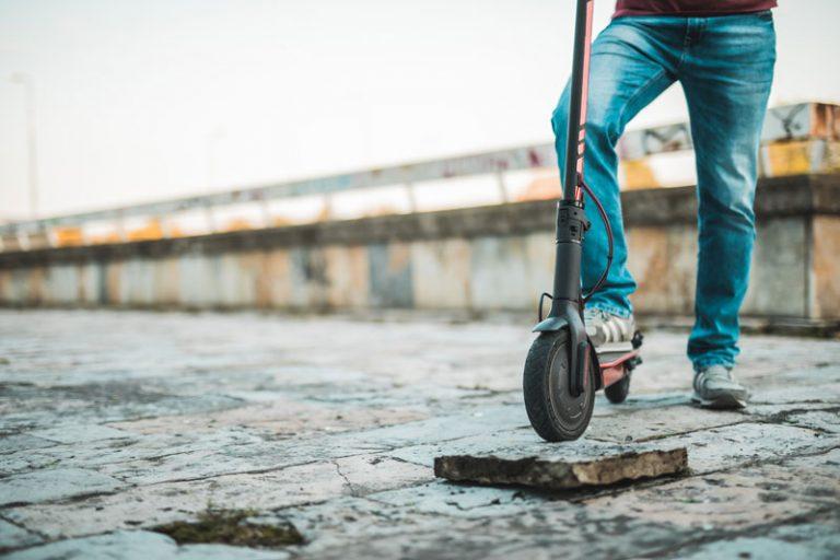Pune gume ili gume na naduvavanje (pneumatik) za električni trotinet – Koje koristiti?